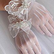 Купить или заказать Перчатки свадебные. Кружевной манжет в интернет-магазине на Ярмарке Мастеров. Перчатки. Кружевной манжет свадебные перчатки митенки свадебные перчатки невесты Рисунок кружева может отличаться в зависимости от материалов в наличии. Что можно поменять в рамках 'персонального заказа': 1) цвет кружева можно заменить на белый 2) цвет фатина Данные свадебные перчатки выполнены из очень качественного французского кружева цвета айвори. .