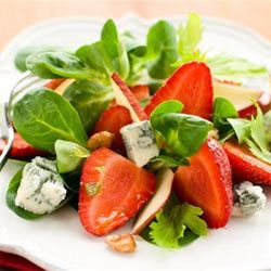 Strawberry, apple and gorgonzola salad. A great #braai side dish for a hot #summer day.