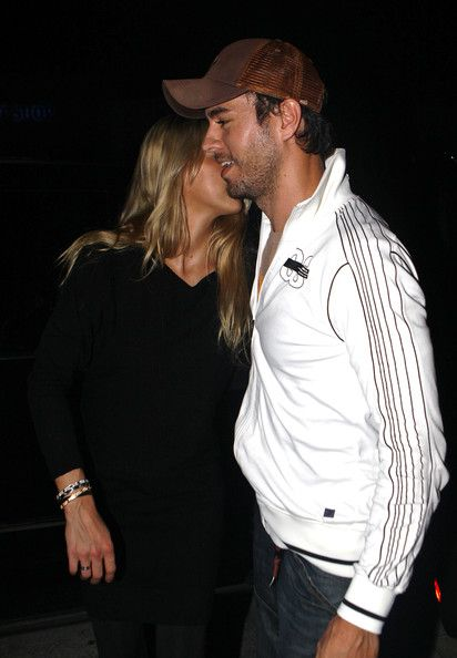 Enrique Iglesias and Anna Kournikova Smile       Enrique Iglesias and Anna Kournikova cuddle up as they smile for the camera. November 18, 2009