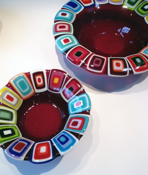 Glass bowls: Fuchsia. 40 and 30 cm in diameter. By the danish designer and artist Louise Lagoni.