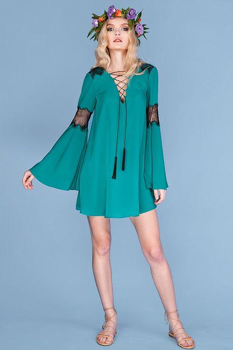 Платье в стиле бохо с кружевом и шнуровкой