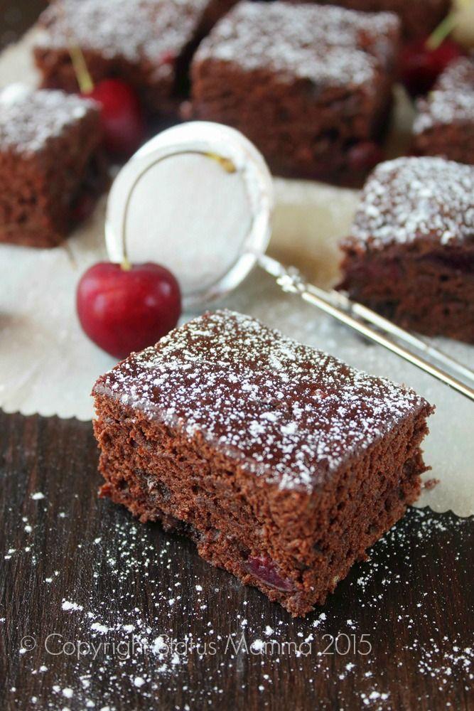 Brownies di ciliegie vegan ricetta dolce semplice senza uova burro lattosio vegano colazione merenda con cioccolato