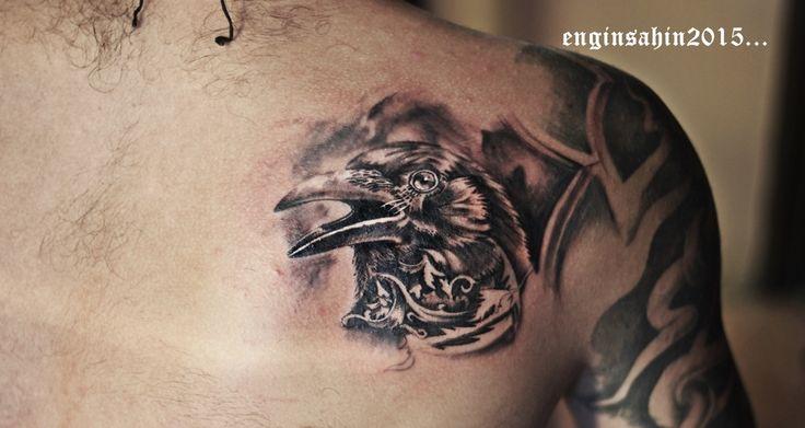 engin şahin - raven tattoo - kuzgun dövmesi - sanatçı - dövme sanatı - tattoo artist - art - omuz dövmesi - shoulder tattoo - taksim dövme - dövme