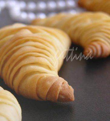 Lobster Tail Pastry   (sfogliatella)   with ricotta based pastry cream filling.