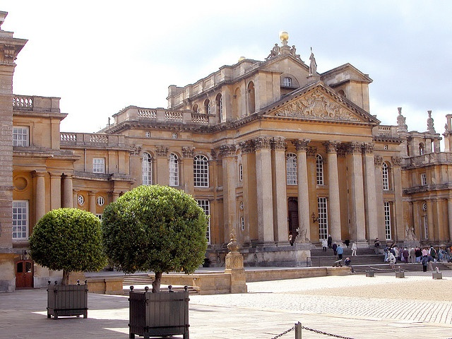 """Blenheim Palace Great Court – the only nonroyal, non-ecclesiastical residence in England styled a """"palace."""" Home of the Dukes of Marlborough – the Spencer-Churchill family. Woodstock, Oxfordshire, England, UK"""