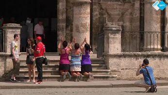 Hoog bezoek voor #Cuba! Inwoners vertellen waarom ze zo uitkijken naar de komst van #paus #Franciscus.  http://www.spirit24.nl/#!player/share/program:54483967/group:54463538