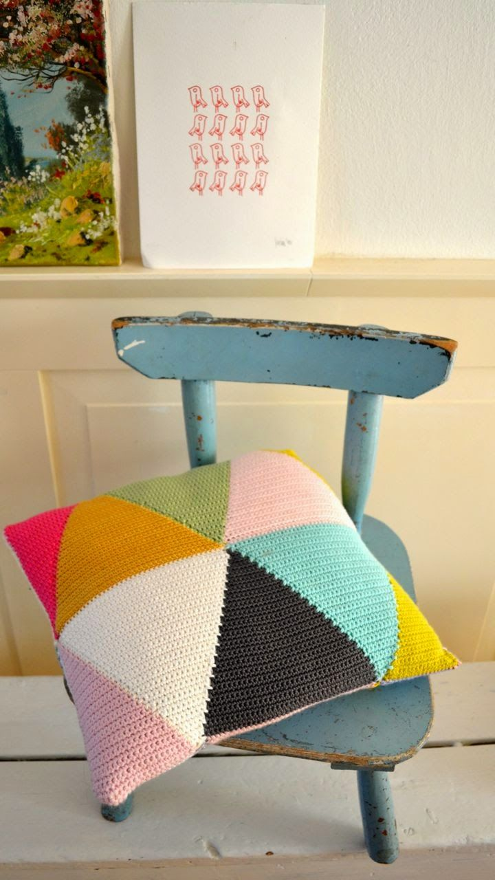 ingthings: Triangle pillow -- made with crocheted triangles....but I might do it with felted wool.