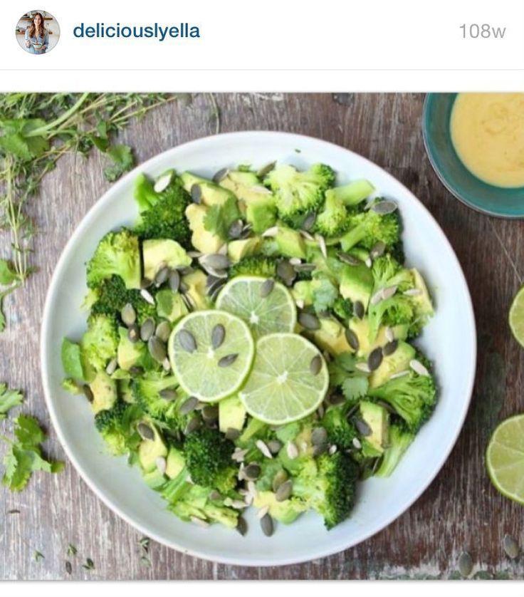Cette salade toute simple de Deliciously Ella comprend des brocolis cuits à la vapeur, de l'avocat, des graines de potiron et du citron vert, créant ainsi un plat d'accompagnement riche en omégas et en vitamine C, un puissant antioxydant. Crédits des images : Instagram/deliciouslyella