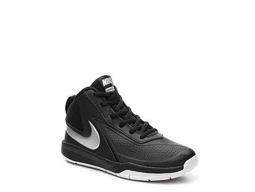 Nike Team Hustle D7 Boys Youth Basketball Shoe