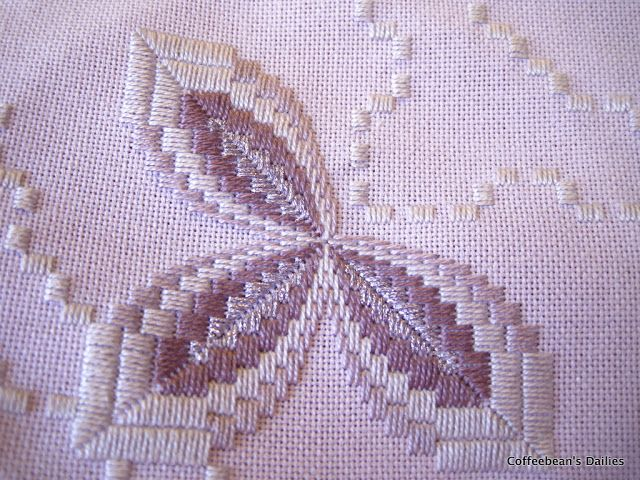 Coffeebean's Dailies: Last Hardanger update on Bargello Metallic until it's done!