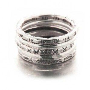 Bague ethnique cinq anneaux ciselés