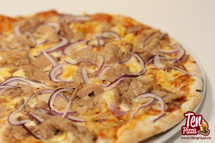 Pizza Tonno e Cipolla - Salsa di pomodoro, mozzarella, bucati mari de ton, ceapa rosie