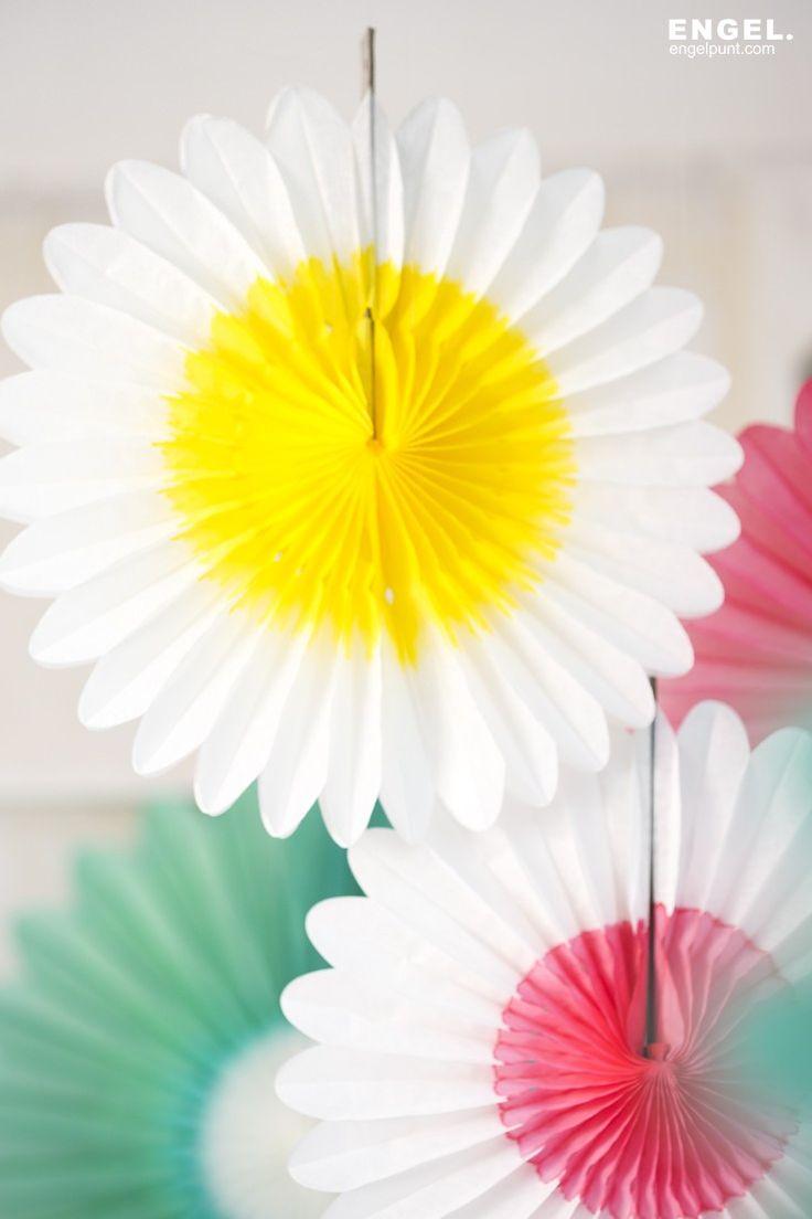 Papieren bloem wit geel / paper flower white yellow | ENGEL. celebrate for life