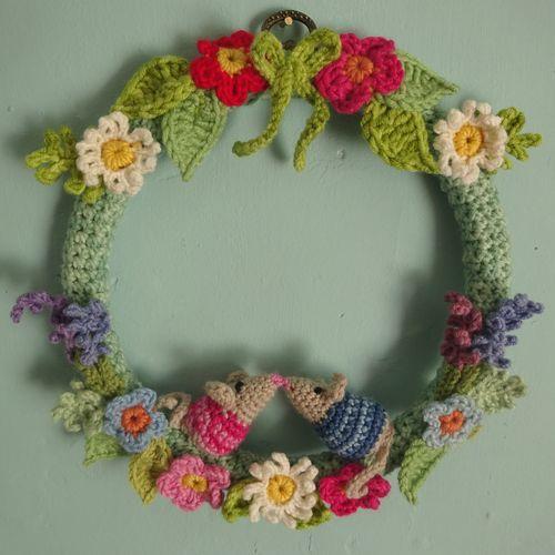 25 Best Crochet Wreath Ideas On Pinterest
