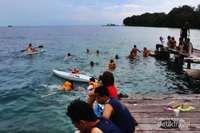 pulau seribu di antaranya:  pulau ayer, pulau bidadari, pulau sepa, pulau putri, pulau pantara, pulau pramuka, pulau tidung, pulau kotok, pulau macan.