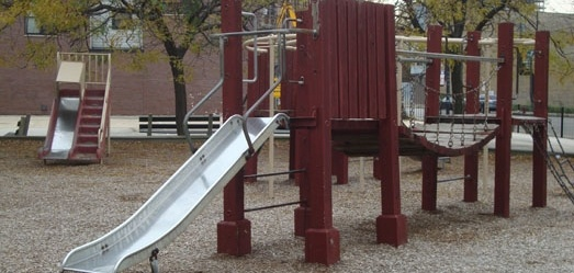 CLYBOURN PARK is a ½-acre park is located in the Lincoln Park community (on Clybourn Avenue, one block east of Sheffield Avenue). It has a playslab with two basketball standards and a playground.    While there is no structured programming taking place at this location, we invite you to check out our great programs offered at Adams Playground Park.