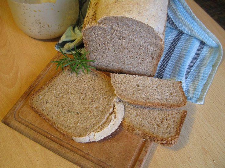 Pane con pasta madre, ricetta per fare in casa un buon pane a lievitazione naturale. Procedimento per panificare con il lievito madre e la macchina del pane