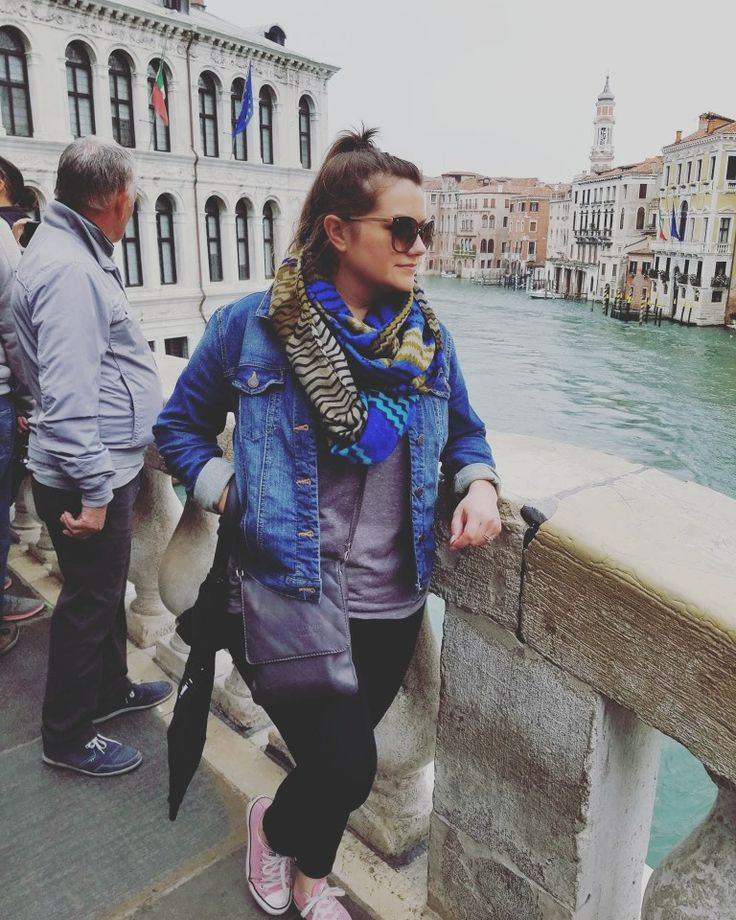 Venice-wear😎🚤 Sweatshirt: TJ Maxx Denim jacket: Gap Scarf: H&M Leggings: Express Sunglasses: Sunglass Hut Wardrobe stylist: #MHstyleconsulting