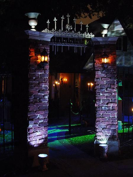 gorgeous Halloween haunt column/gate entrance Halloween Forum member AuraofForeboding