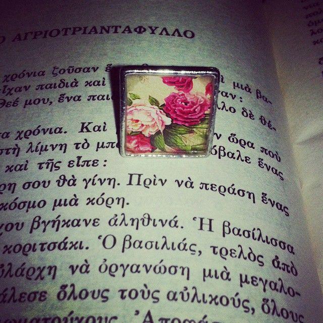 ~ Κοίτα τα (...) τριαντάφυλλα.Σκαρφάλωσαν για να δουν το λευκό πρόσωπό της. Χριστίνα Παπαδάκη