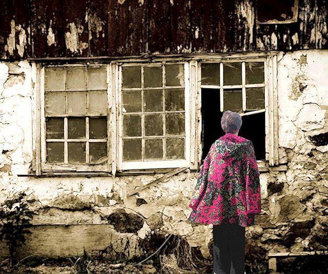 Look the window. (Broken windows serie) 2014 cm 28×35 (SOLD) #inkonpaper #pencilonpaper #acryliconpaper #workonpaper #paperart #paperpaint #illustration #figurativeart #brokenwindows #monacoart