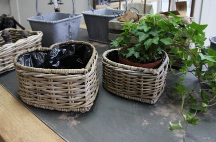 Google Image Result for http://www.sawitfirst.co.uk/media/Heart_wicker_planters_lrg.jpg