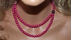 Collier sur fil câblé, perles nacrées diamètre 8mm type Renaissance couleur fuchsia tendance mauve avec une perle véritable hématite , chainette de réglage. http://www.virginie-crea.com/pages/album-photos/bijoux-disponibles-a-la-vente/