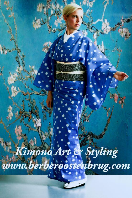 Kimono styling Voor elk feest/event of gelegenheid kleed ik uw model of gastvrouw(en) in een prachtige kimono zodat zij er mooi en uitnodigend uitzien, in welke stijl dan ook. Alles is mogelijk, elegant stijlvol, vrolijk en schattig, volwassen of jeugdig. Voor (bedrijfs) feesten en events maak ik kimonoshows, geef ik kitsuke (kleden in kimono) demonstraties en/of lezingen over kimono. http://www.berberoostenbrug.com/kimono-styling