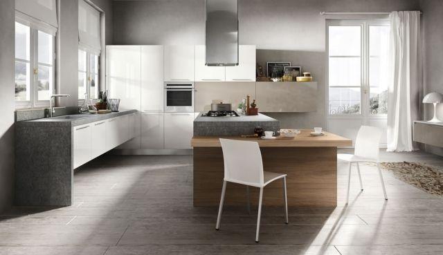 une îlot de cuisine gris avec un coin repas intégré en bois et deux chaises blanches