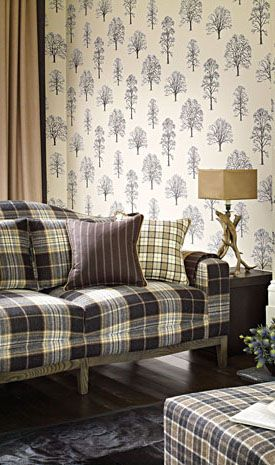 Great combination of wallpaper and fabrics!