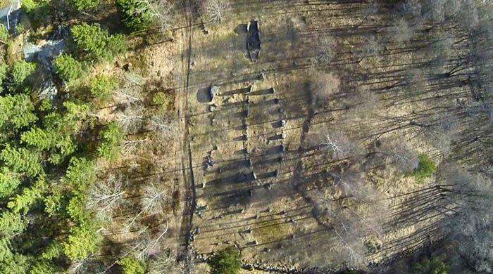 Steinsetningene på Istrehågan sett rett ovenfra.