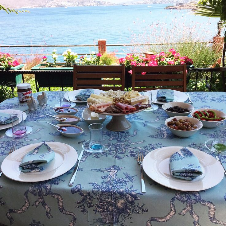 Bayram sabahinda masasını Dantell'in örtüsü ile şıklaştıran müşterimizin masası //   Our customers breakfast table with Dantell's tablecloth. #dantellofficial #dantell #evim #home #hometextile #homeislife #onthetable #tablecloth