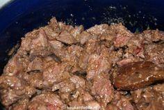 Dit heerlijke stoofvlees van hertenpoulet wordt zachtjes gestoofd in rode port. Wildis het ultieme biologische scharrelvlees en heeft een heerlijke smaak wat perfect past bij de koudere wintermaanden. Hertenpouletis smaakvol enmager vlees en wordt door het stoven heerlijk zacht en mals.Ik heb de hertenpoulet van tevoren besteld bij mijn slager en gevraagd het vast in…