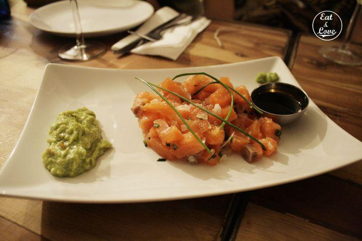 Tartar de salmón con aguacate y wasabi - Blanca 6 restaurante Madrid