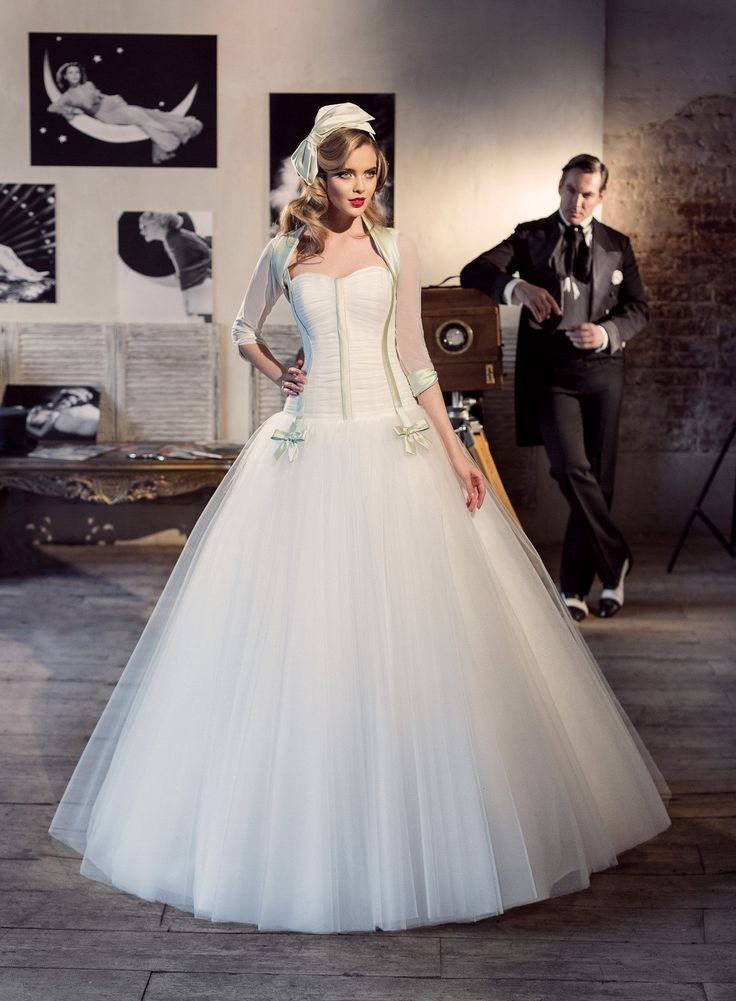 Pin By Soraya Safarian On Golden Age Inexpensive Wedding Gown Wedding Dresses Simple Online Wedding Dress