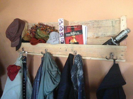 Porte-manteau pratique avec un espace de rangements