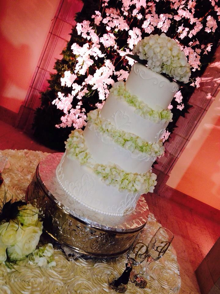 This Gorgeous Was Decorated With Fresh Hydrangeas Cake Went To The Chrysler Museum Of Art In Norfolk Va By Shockley S Sweet Pe