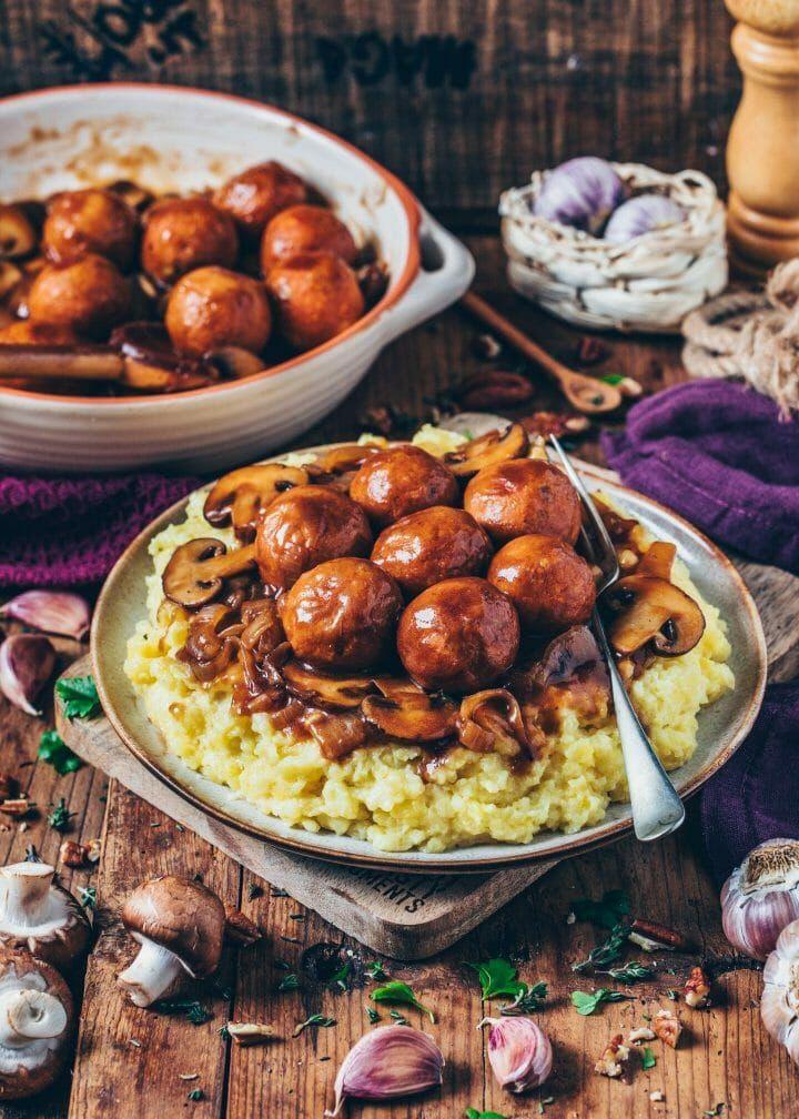 Kichererbsen-Bällchen mit Bratensoße & Kartoffelpüree (vegan