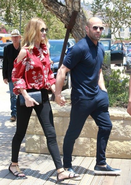 Rosie Huntington-Whiteley Photos - Couple Rosie Huntington-Whiteley and Jason Statham head to lunch in Malibu, California on May 29, 2016. - Rosie Huntington-Whiteley and Jason Statham Grab Lunch in Malibu
