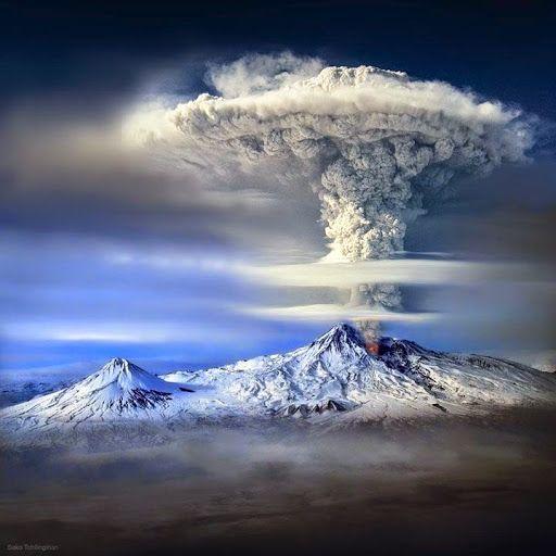Volcan en éruption, Mont Ararat, Turquie.