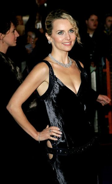Debra Stephenson Photos - Actress Debra Stephenson arrives at the National Television Awards 2005 at the Royal Albert Hall on October 25, 2005 in London, England. - National Television Awards 2005 - Arrivals