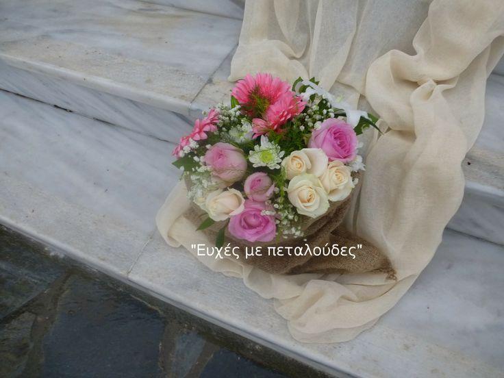 Τσουβαλάκια λινάτσας με συνθέσεις λουλουδιών !!