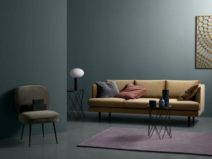#bank #design #velours #okergeel #eiken poot #bijzettafel metaal #vloerkleed #stoel