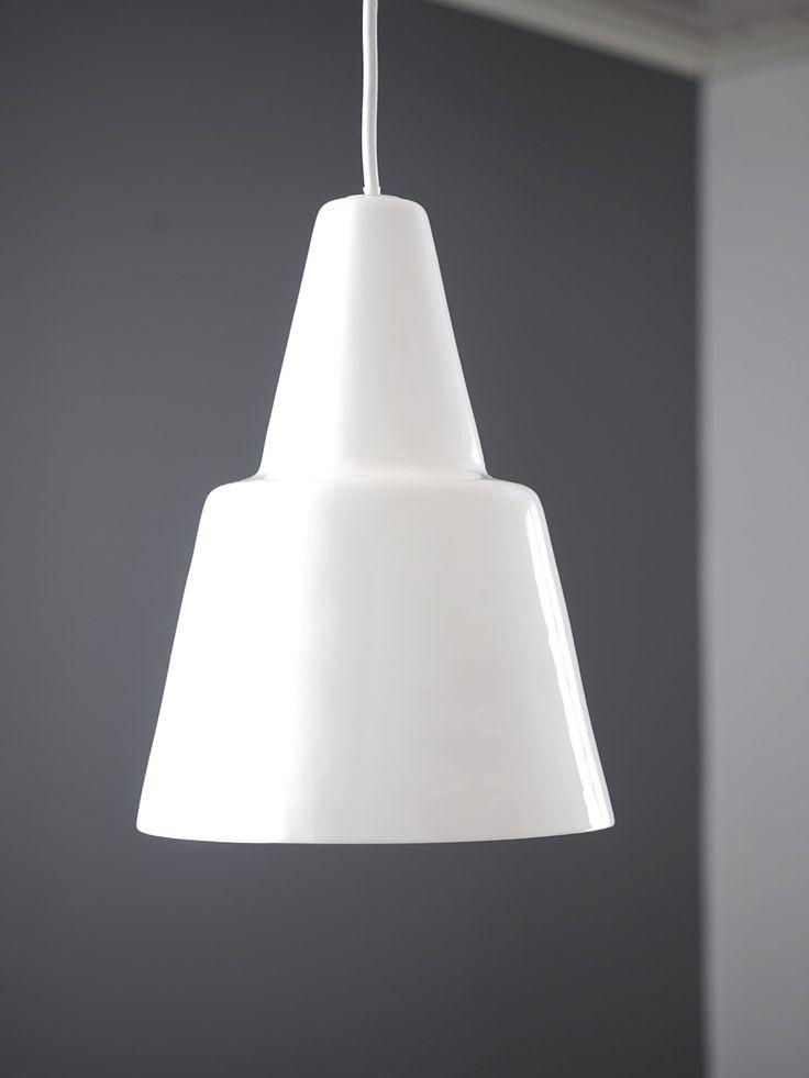 Geometric white pendant lamp in porcelain - Vilho designed by Juho Pasila.