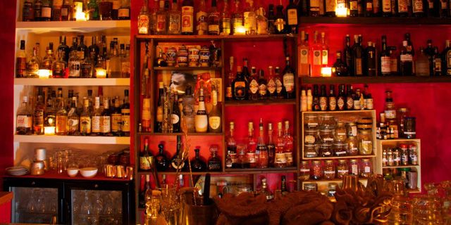 A speakeasy in the heart of Rome: I'm intrigued. The Jerry Thomas Project, near Chiesa Nuova.