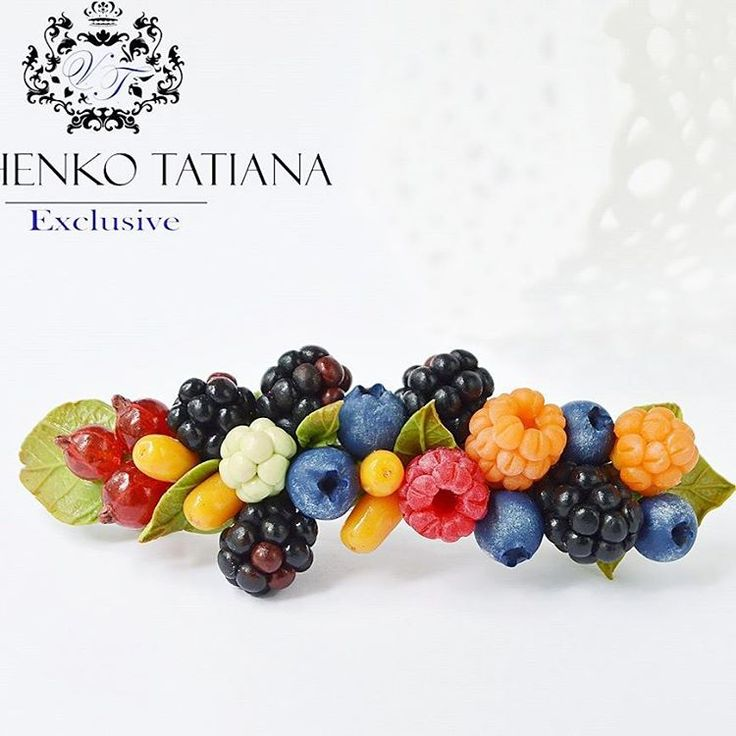 Barrete (hairpin) with berries  #instagram #followers #berry