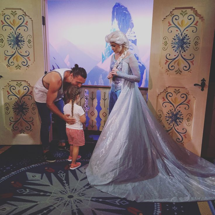 Everyone was pooped out so me and Evie headed back out to Epcot to hang with #anna and #elsa then we stayed to ride Soarin and grab some cream horns, cookies, and chocolate croissants in France... #daddydaughterdate #dadlife #epcot #france #frozen #soarin #clodfelterfamily #clodfeltersummer2017 #clodfelterdisneytrip2017 #disneyworld http://misstagram.com/ipost/1567089594720390142/?code=BW_a68AhQv-