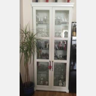 se vende vitrina color blanco ikea segunda mano serie liatorp en perfecto estado