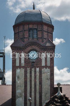 Zabytkowa wieża zegarowa KWK Bielszowice. Kraj: Polska, Miasto: Ruda Śląska