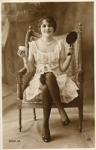 1920s girl with mirror  My favorite modern time period